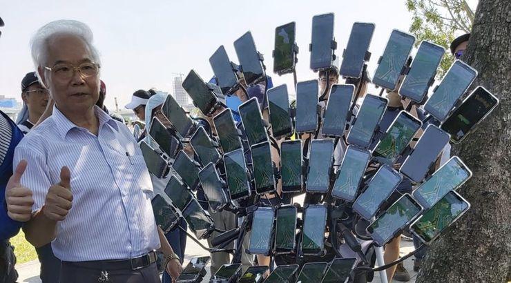 Chen San-yuan et ses 45 téléphones pour jouer à Pokémon Go