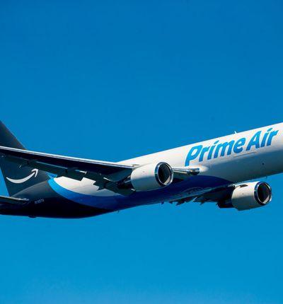 un avion brandé Amazon Prime Air