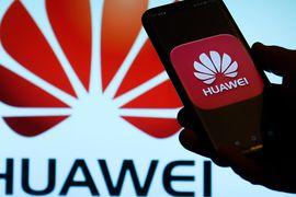 Les vitres en diamant pourraient rendre l'écran de votre téléphone presque incassable - et son inventeur a déclaré que le FBI l'avait enrôlé après que Huawei ait tenté de lui voler ses secrets.