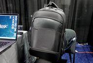 Targus présente Targus Mobile VIP+, un sac à dos dont la poche recharge votre téléphone et protège des signaux RFID