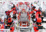 Tesla - Photo d'une chaine de construction dans une usine