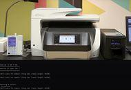 Une imprimante connectée, un ordinateur, un gestionnaire de perfusion connecté