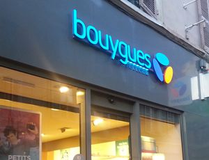 Devanture d'un point de vente Bouygues Telecom