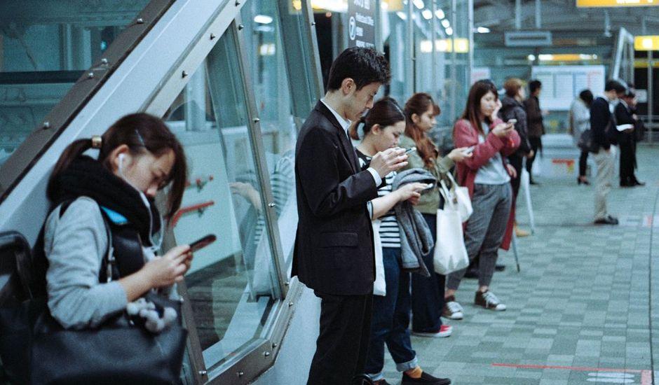 smartphone neuf avec pièces d'occasion