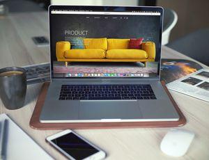 photo d'un site web sur un ordinateur