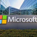 Photo du logo Microsoft au siège de Microsoft France