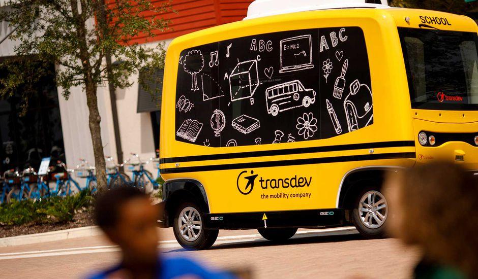 Navette EZ 10 servant de mini bus autonome pour Transdev