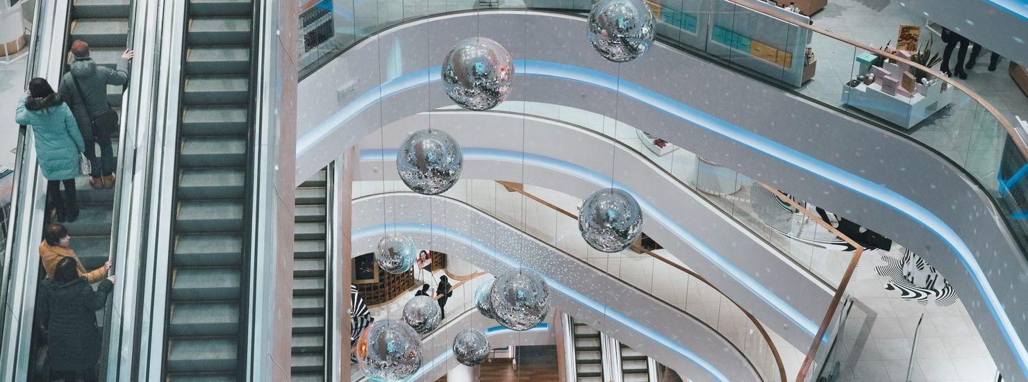 L'intérieur du centre commercial de TSUM en Ukraine Mall