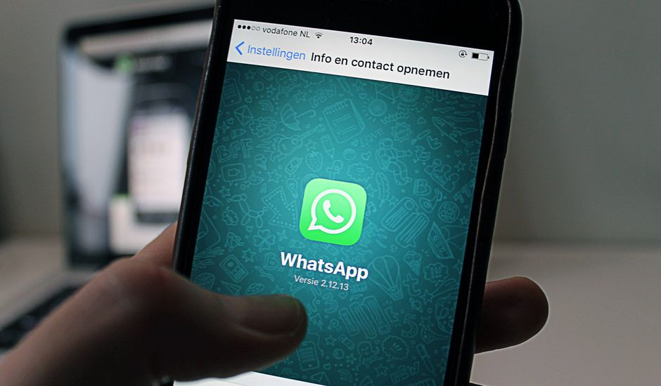 WhatsApp veut stopper la propagation de fake news sur le coronavirus.