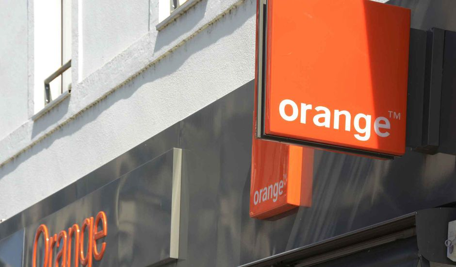 La devanture d'un magasin Orange.