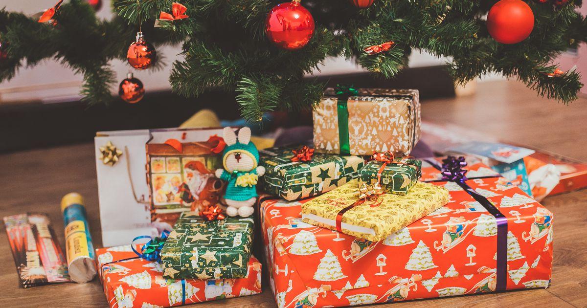 cadeaux de noel au pied du sens