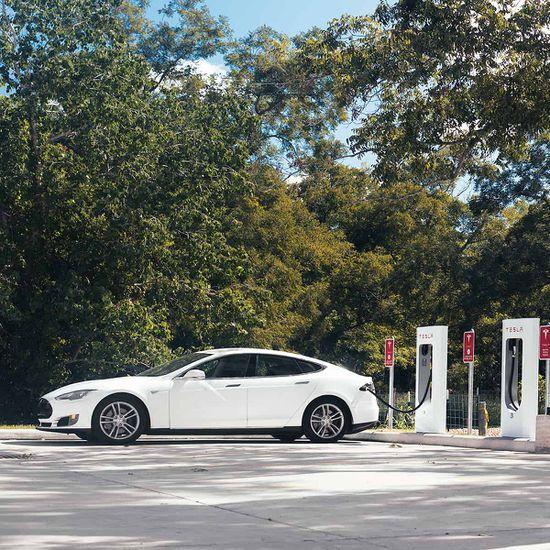 Tesla sort une troisième génération de Superchargeurs