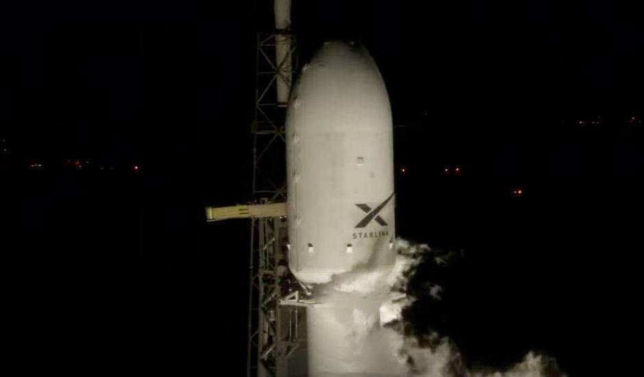 La coiffe du lanceur Falcon 9 quelques secondes avant son lancement.