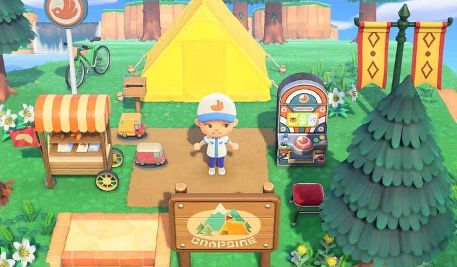 Un personnage d'Animal Crossing : New Horizons devant sa tente.
