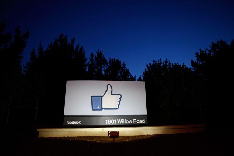 Facebook se bat contre les faux comptes en Chine. Facebook va augmenter le salaire de ses modérateurs et des ses travailleurs contractuels