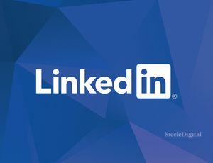 Le logo LinkedIn sur un fond géométrique bleu.