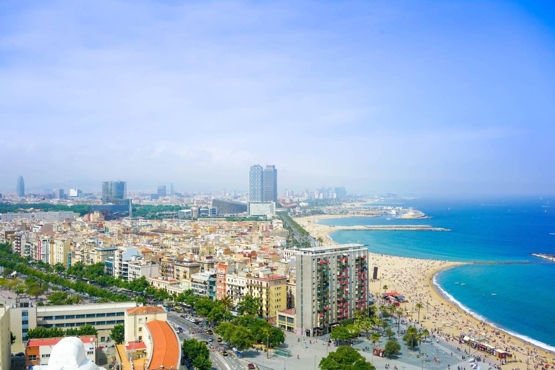 Une photographie de la ville de Barcelone.