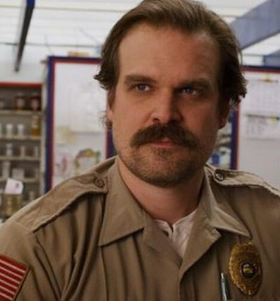 jim hopper saison 4 stranger things netflix