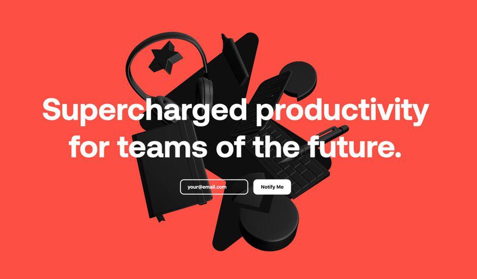 Le slogan de Superlist apposé sur des appareils électroniques en 3D et un fond orange.