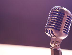 un micro de podcast