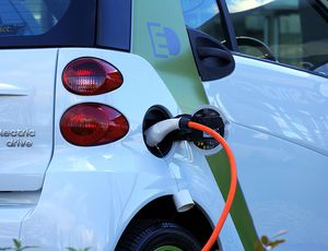 Un nouvel amendement vient obliger les communes à installer des bornes de recharge pour les véhicules électriques.