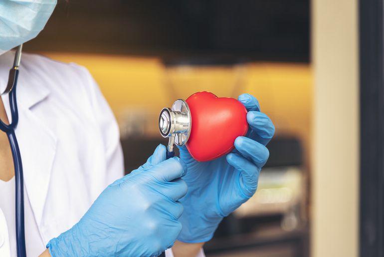 Un système d'IA peut analyser nos risques de mourir d'une maladie cardiovasculaire.