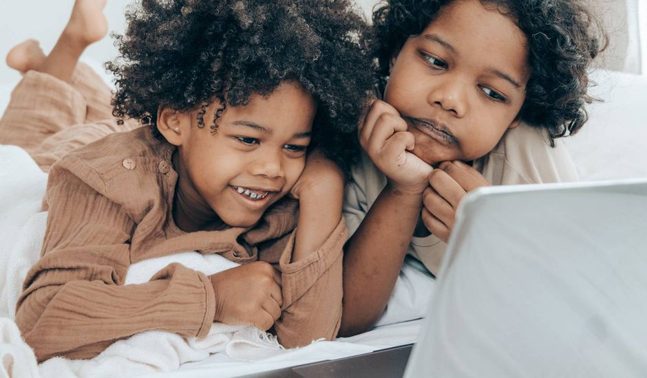 La loi encadrant le travail des enfants influenceurs définitivement adoptée
