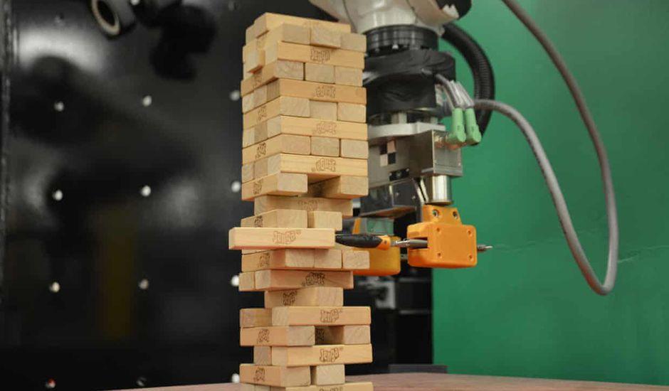 Un robot bientôt prêt à affronter les champions de Jenga.