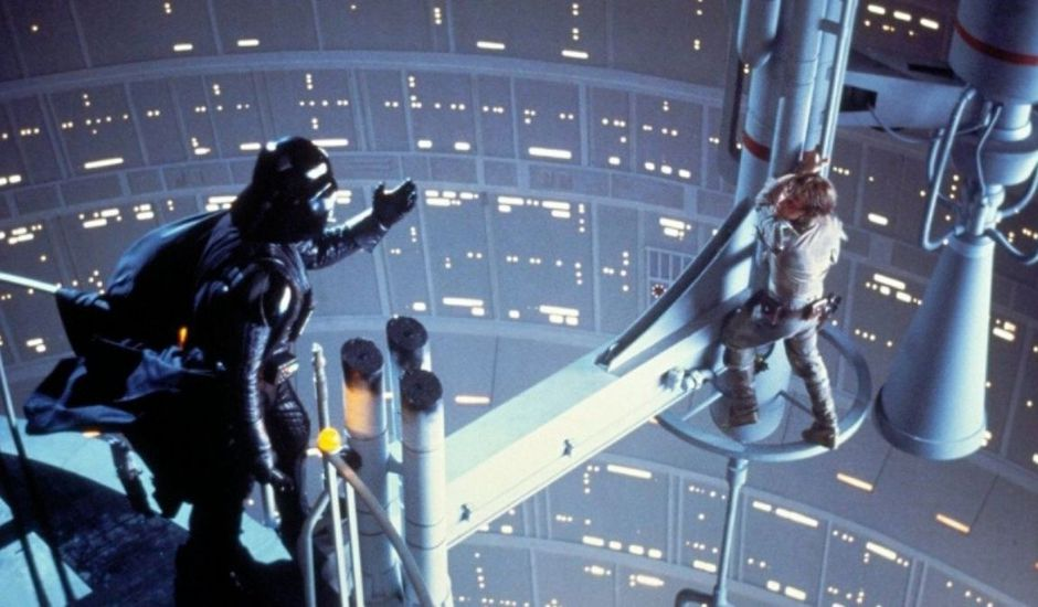 Dark Vador et Luke Skywalker dans le fillm Star Wars : L'Empire contre-attaque