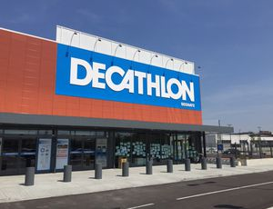La devanture d'un magasin Decathlon