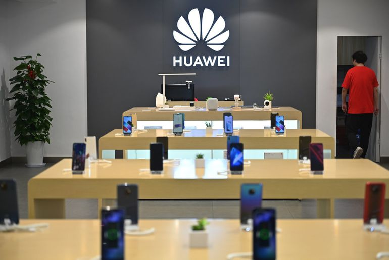 FedEx accusé par Huawei d'avoir détourné deux colis.