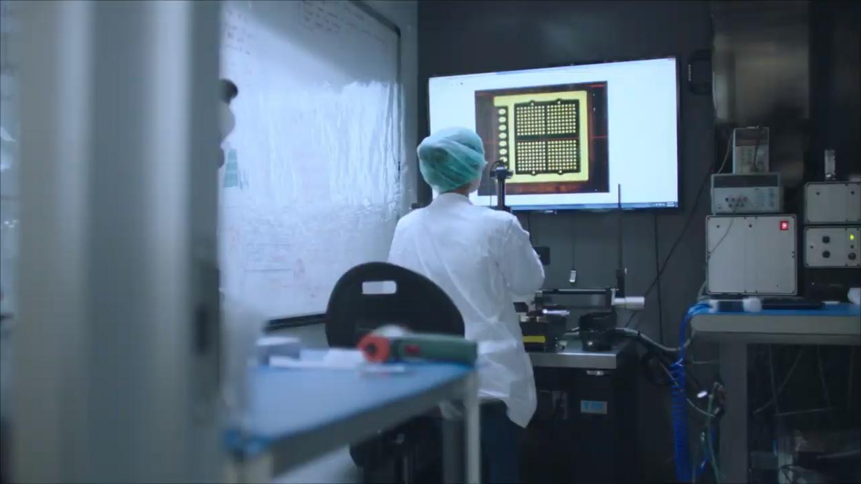 Implanter des puces d'IA dans notre cerveau ne serait pas une si bonne idée