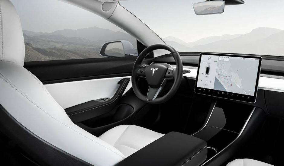 L'intérieur du Tesla Model 3.