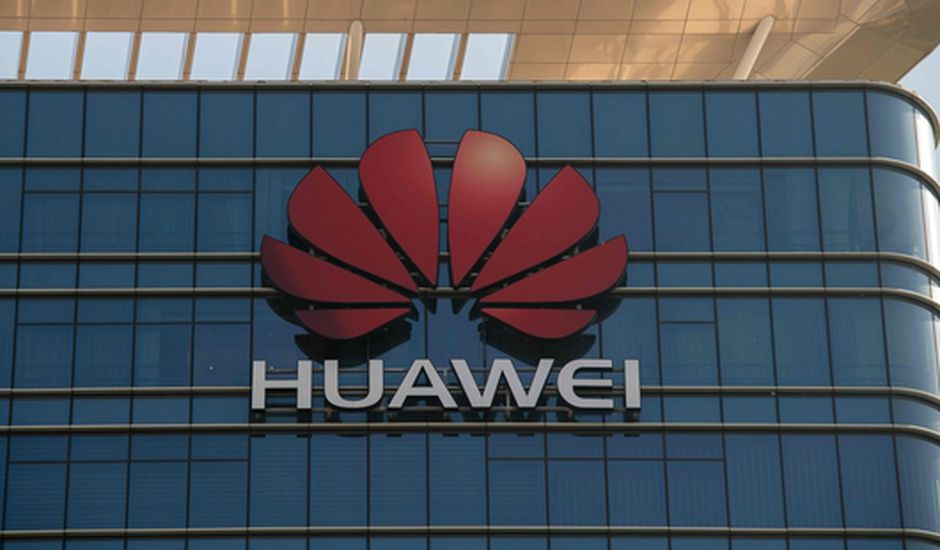logo huawei sur facade batiment