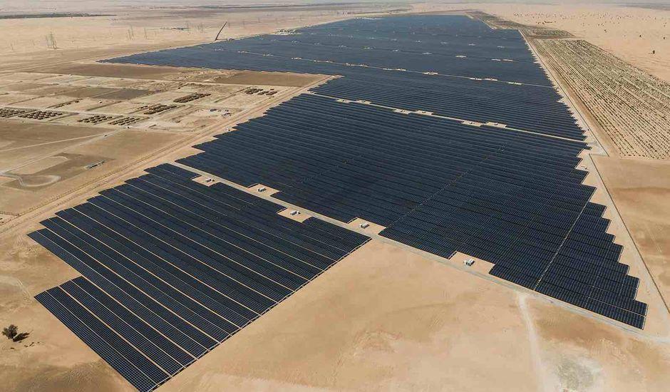 Les Émirats Arabes Unis créent le plus grand parc d'énergie solaire au monde.