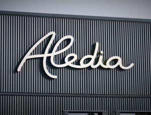 Le logo d'Aledia sur la devanture d'un bâtiment